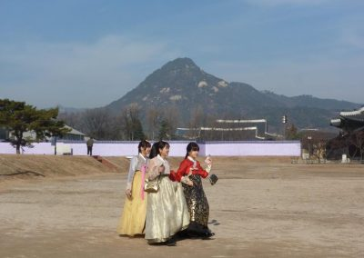 Young girls in Hanbok